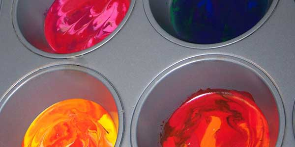 hot melted crayon wax in muffin pan