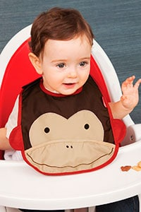baby bib to prevent food from getting on clothes during feeding time