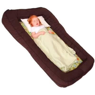 Leachco BumpZZZ foam travel toddLeachco BumpZZZ foam travel toddler bed with sleeping toddler nsideler bed