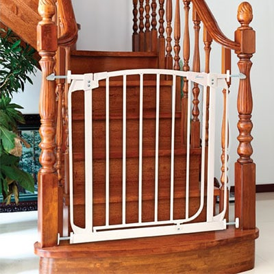 Dream Baby Safety Gate With Y Spindles Pressing Against Balister Railing