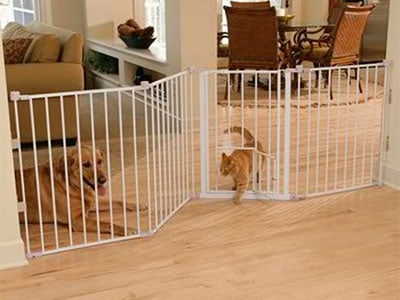 carlson flexi walk thru gate with pet door for extra wide walkways