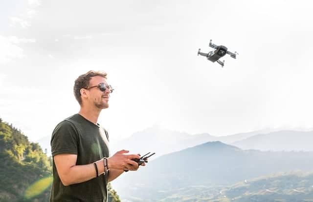 best racing drones drone-man-drone-pilot-copte