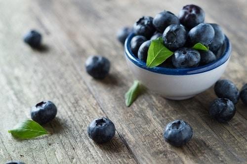 blueberries in white bowl