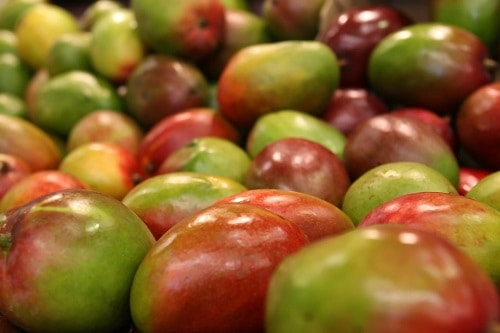 bunch of apple mango